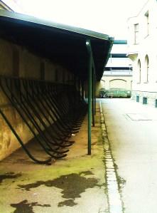 Grozttenau Post Mauer Ernst Reuter Platz Fahrradständer